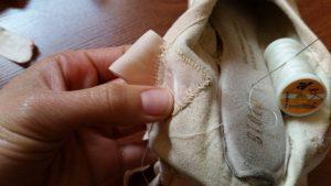 Costurar as fitas