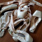 Como costurar as fitas das sapatilhas de ponta